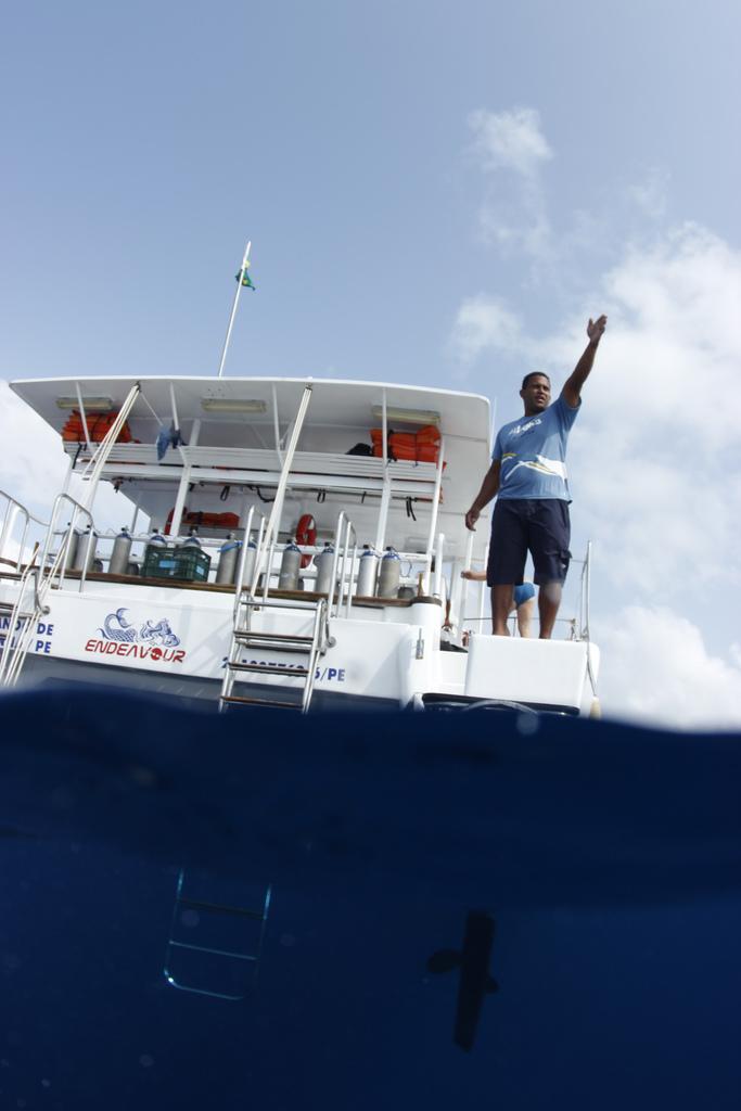 barco mergulho fernando noronha